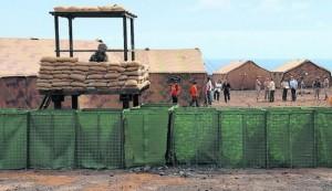 Almacén de suministros en el campo de refugiados