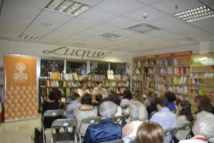 Aforo completo en la presentación de Promesas de arena en librería Luque