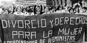 Manifestación feminista en la transición española.